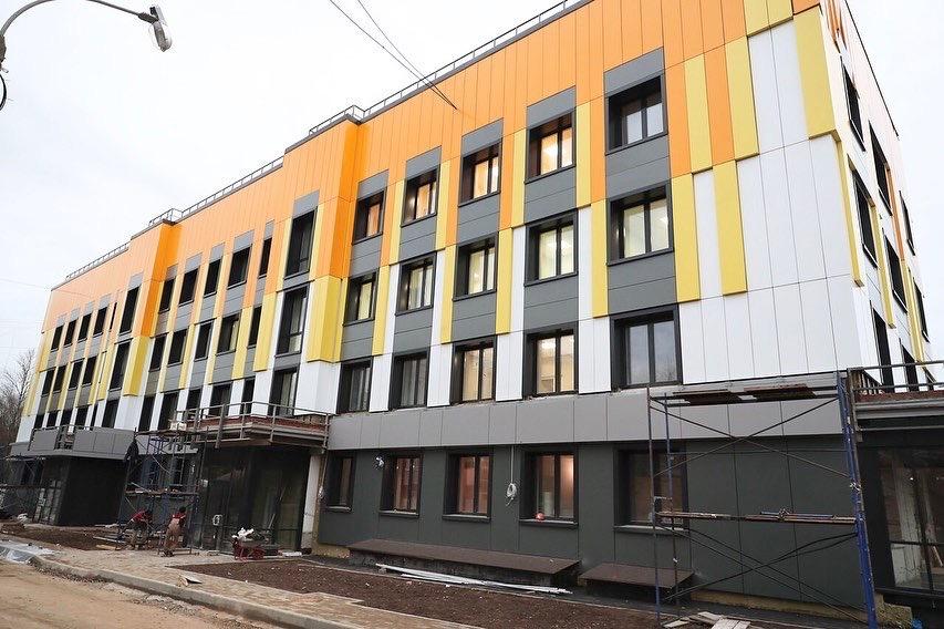 Тем временем реконструкция Одинцовской поликлиники №1 по-тихонечку
