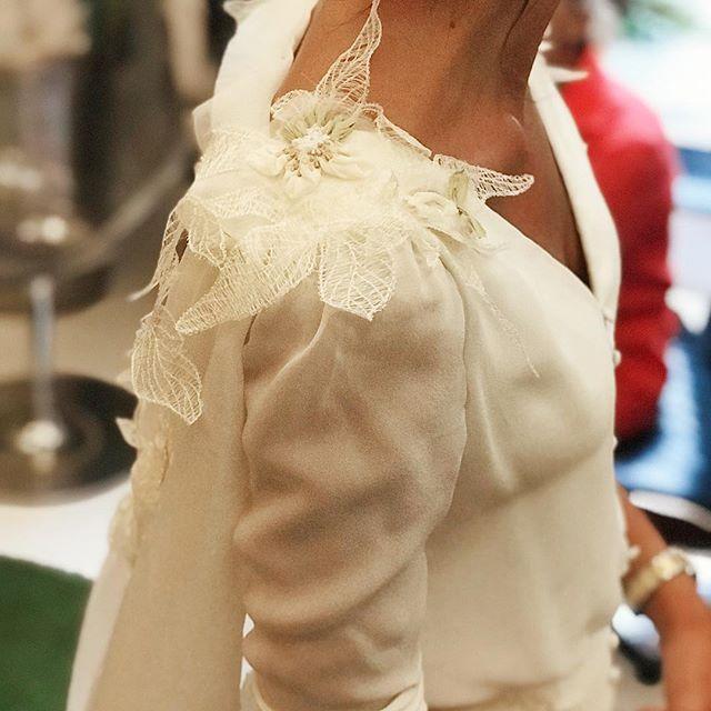 Создание декора на свадебном платье.