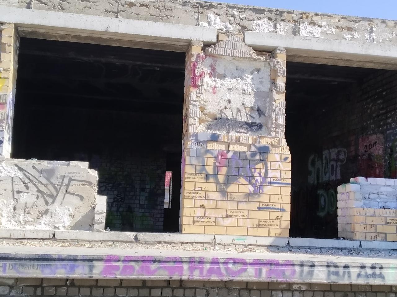 Недостроенное заброшенное здание