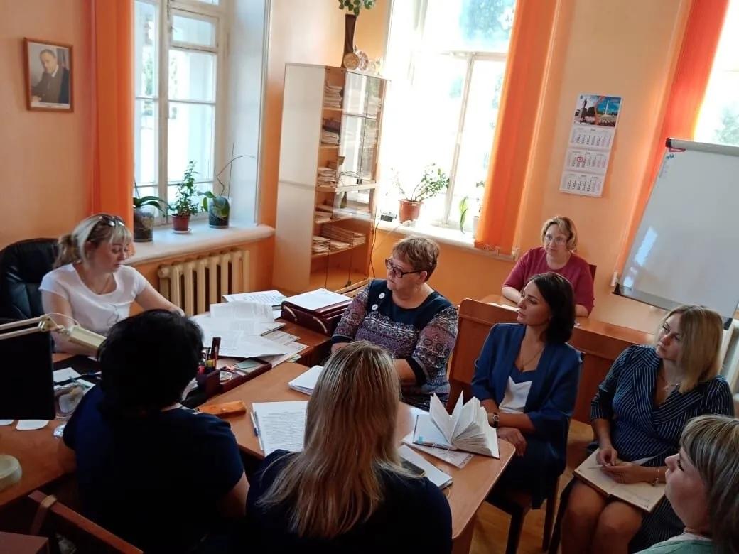В администрации Петровского района обсудили участие школьников и студентов в конкурсе социальной антикоррупционной рекламы