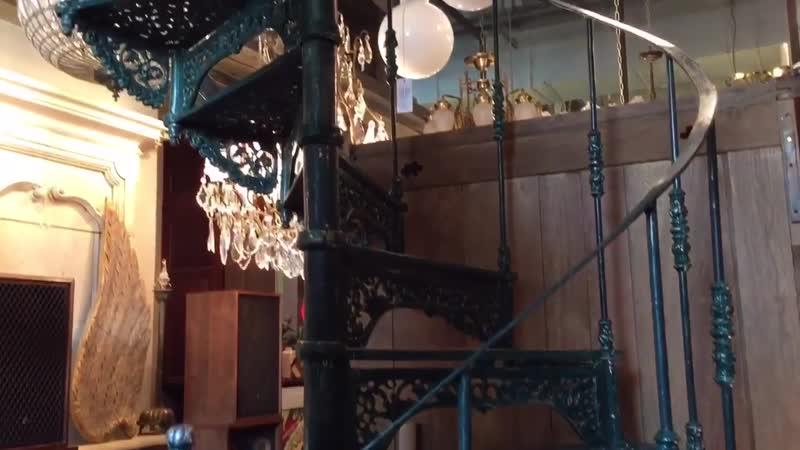 Винтажная винтовая лестница