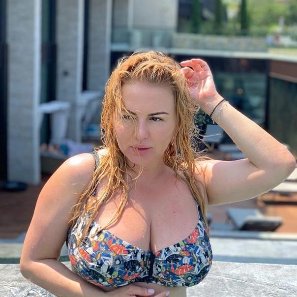 Анна Семенович улетела в отпуск в Испанию!
