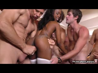 Sarah Banks Hot Interracial Bukkake