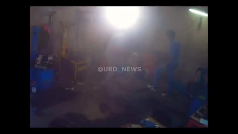 Взрыв колеса грузового автомобиля контузил рабочего в Подмосковье