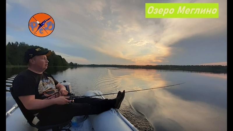 ПОДЛЕЩИК КЛЮНУЛ НА ВОБЛЕР Рыбалка на спиннг и кружки Рыбалка на озере Меглино