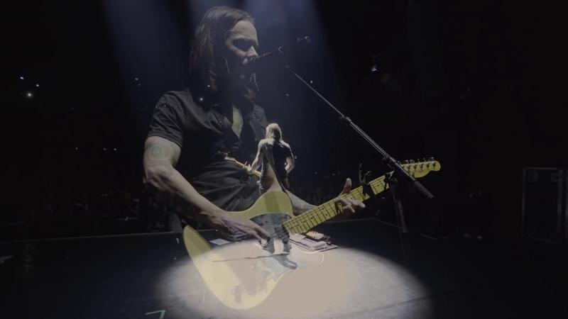 Myles Kennedy performs Hallelujah with Jeff Buckley's Fender Telecaster