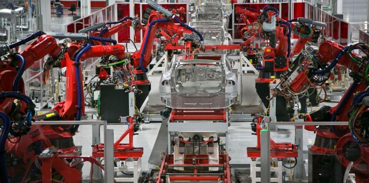 Tesla откроет туры на заводы для любых желающих. Там можно будет поучаствовать в сборке машины