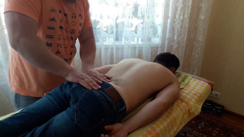 Костоправ жестко но избавил от болей защемленного седалищного нерва Chiropractor withdrew back pain