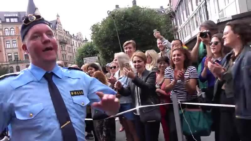Police dancing in Pride Stockholm 2017