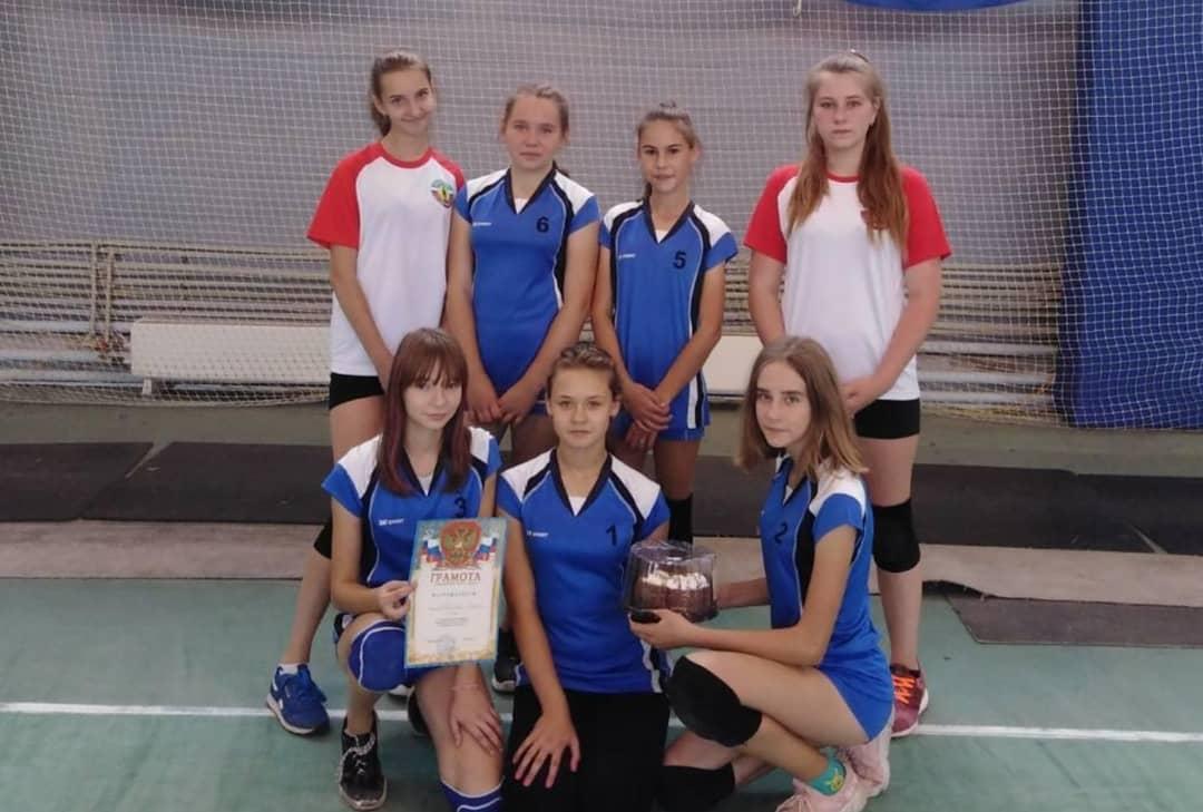 """В физкультурно-оздоровительном комплексе """"Газовик"""" города Петровска состоялись соревнования по волейболу"""