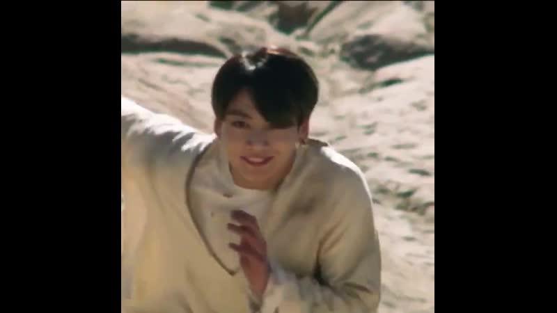 Чонгук вечно бежал от чего то и был в поиске даже в прошлых клипах но тут он бежит на верш mp4