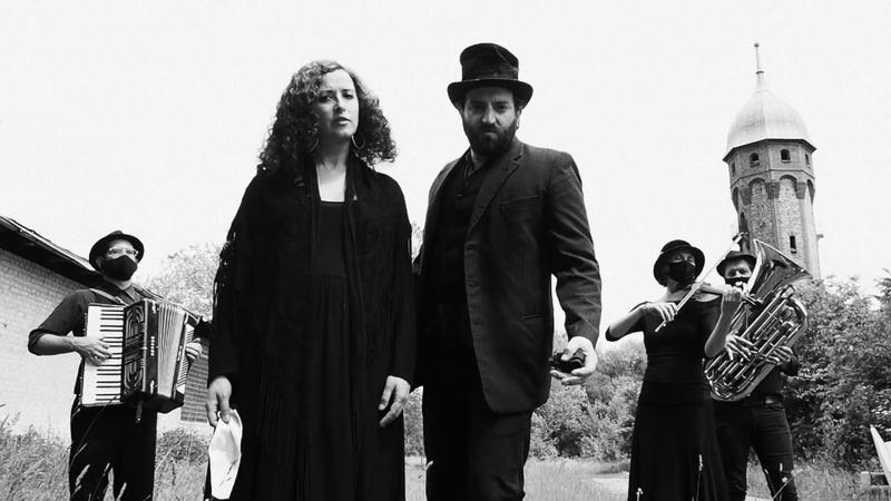 Mentshn Fresser 1916 Yiddish Pandemic Ballad feat Sveta Kundish Daniel Kahn
