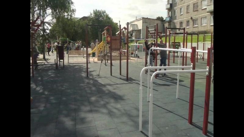 Пусть станет традицией каждый год в день рождения посёлка Арти открывать новые детские площадки и вручать ключи от квартир.