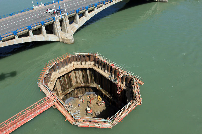 Каким образом инженеры строят под водой