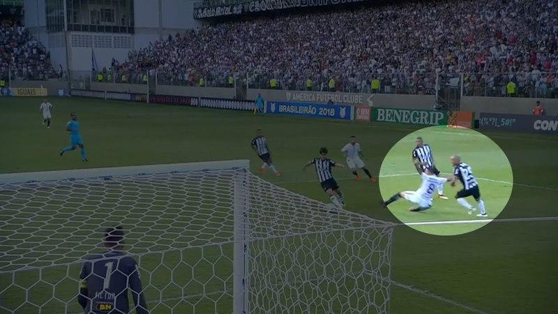 Pênalti não marcado em Maycon, do Corinthians, contra o Atlético-MG