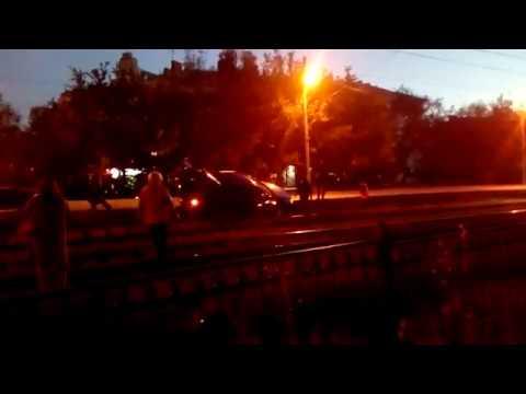 Авария ДТП парни вылетели на рельсы СИНЯЯ MAZDA