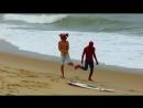Homem Aranha também surfa.