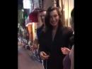 Bella com fãs em Shinjuku Japão 25 de Julho