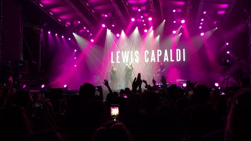 Lewis Capaldi feat. fan-girl - Bruises live at Sziget 2018