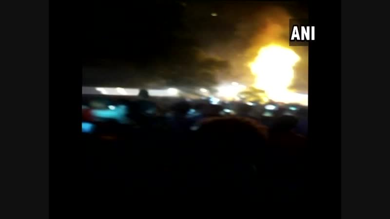 В Индии праздник с церемонией сожжения демона организовали на пути скоростного поезда (18)