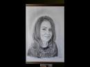 портрет девушки черно белый