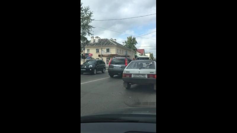 ДТП на проспекте, около плазы, Октябрьский