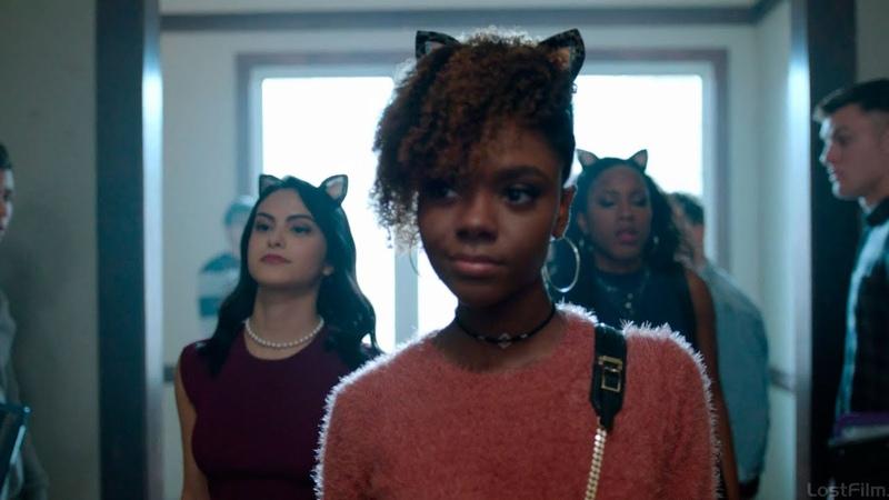 Вероника теперь в кошечках Крутая походка по коридору школы