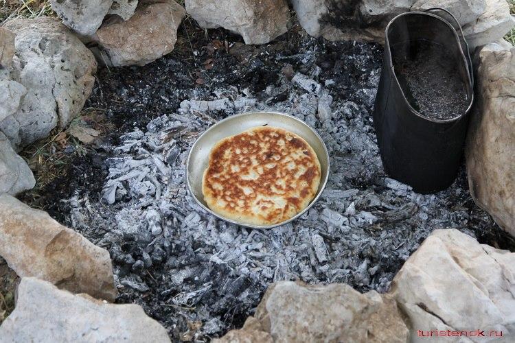 D1wsuSua8mU - Выпечка вкусного хлеба в походных условиях