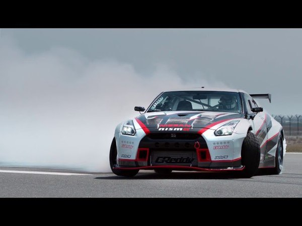 AutoMoto   Nissan GT-R Nismo drifting with 304,96 Kmh!