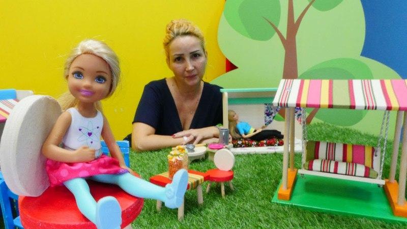 Barbie ve Chelsea Özge'nin kafesinde Gözleme yapıyoruz