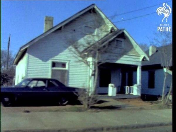 American Suburban Town (1972) | British Pathé