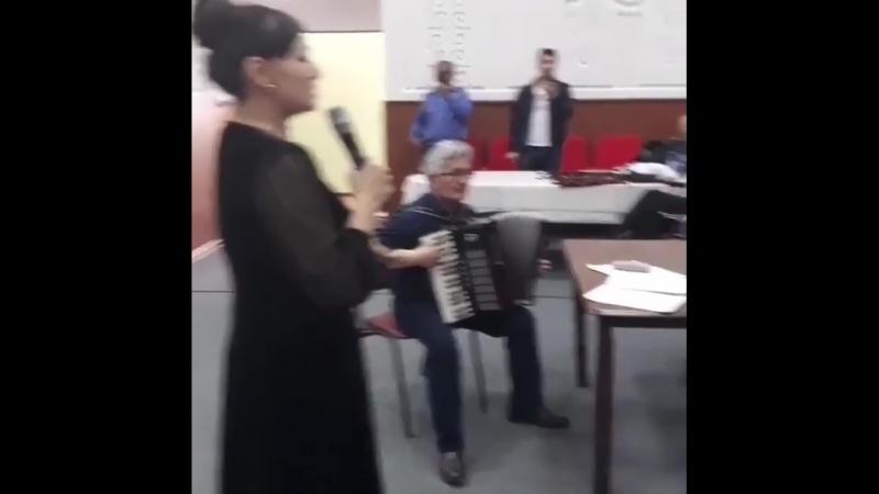 Қарттар үйінде ән салған Мәдина Сәдуақасова көпшілікті сүйсінтті (видео)