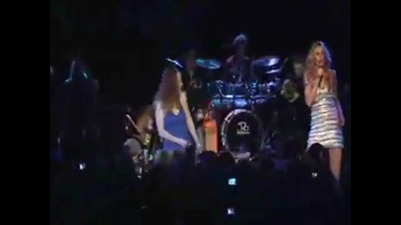 Lucy Lawless and Reneé Oconnor In Roxy Concert