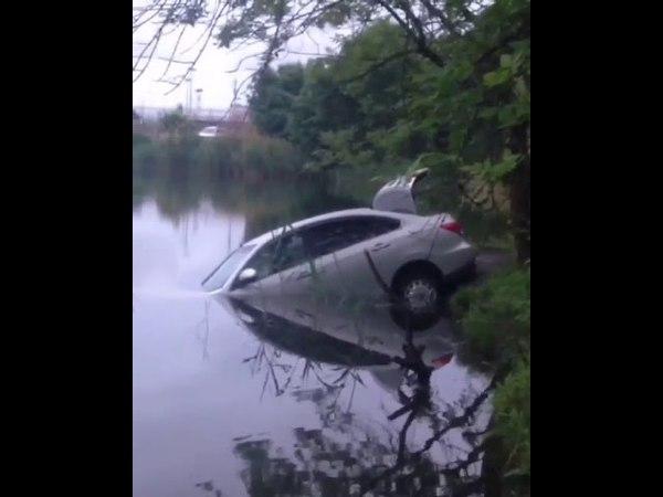 Машина утонула в Карасуне