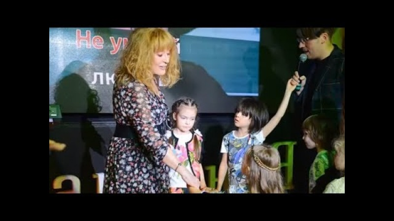 68-летняя Алла ПУГАЧЕВА пустилась в ПЛЯС с детьми КИРКОРОВА (видео)