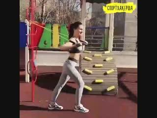 Спортхакерша: тренировка с резинками