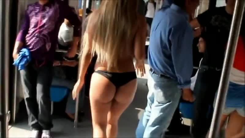 Азиатка разделась в метро показала голые большие сиськи засвет грудь трусы соски в автобус публично на людях улице стриптиз секс
