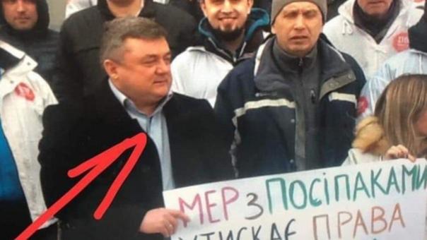 Украинский мэр пришел на митинг против себя самого и никто его не узнал. Случай произошел в Житомирской