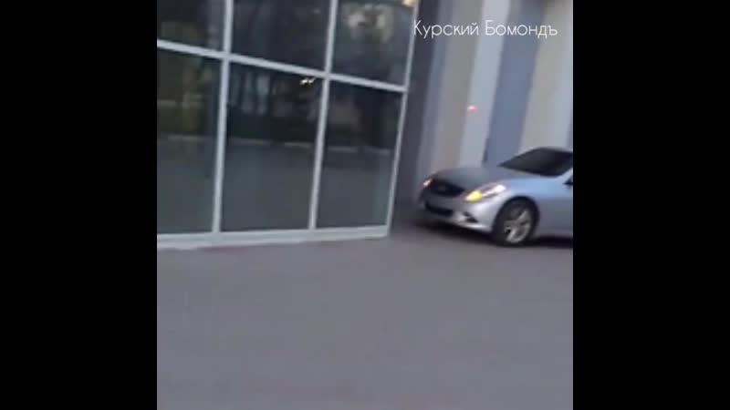В Белгороде пьяный за рулём протаранил ТЦ