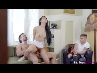 порно пока отца нет дома