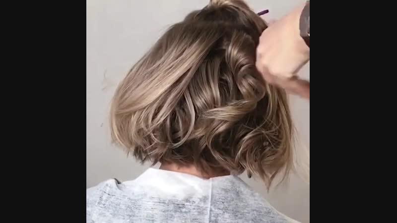А как тебе такая идея на волосы средней длины
