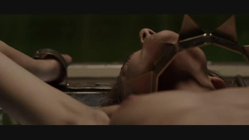 Маньяк дрочит связанной девушке (из фильма, кончила, обоссалась с испуга, голая связанная женщина)