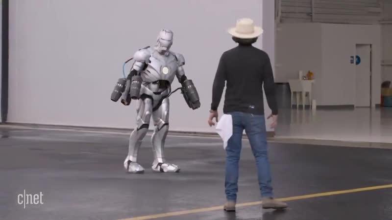 リアルアイアンマンが実現する日は近い3Dプリントで作られた防弾仕様のチタン製アイアンスーツを生身の人間が身にまとい1000馬力のミニジェットエンジンの助けを借りて空中飛行に成功 -