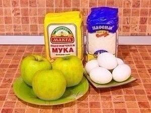 ШАРЛОТКА Чтобы она получилась пышная, очень важно хорошо взбить яйца. Из указанного количества ингредиентов получается 68 порций. Шарлотка. Ингредиенты 200 г сахара 5 яиц 200 г муки 500 г яблок