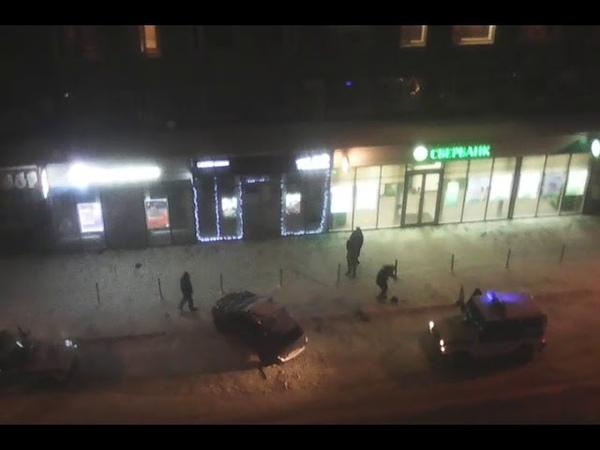 Сыктывкарец разнес витрину магазина