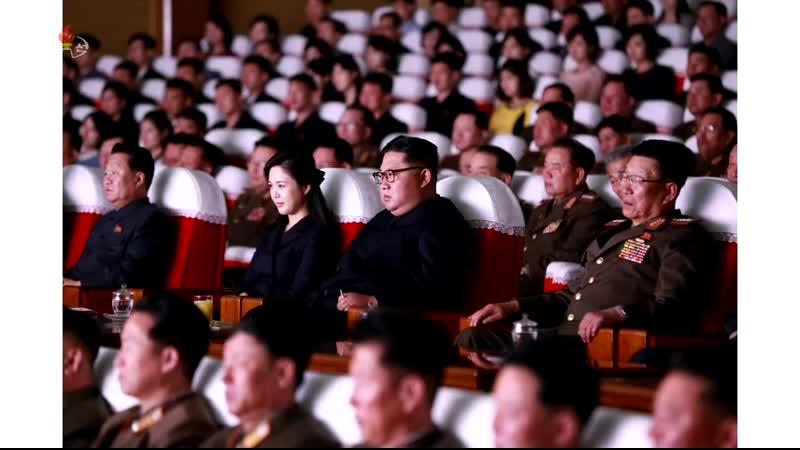 경애하는 최고령도자 김정은동지께서 조선인민군 제2기 제7차 군인가족예술소조경연에서 당선된 군부대들의 군인가족예술소조공연을 관람하시였다