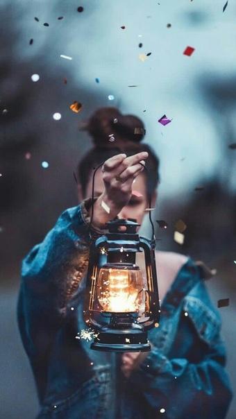 Птичья Шептунья свила себе гнездо из чайных пакетиков и букетиков мелких звездчатых цветков, похожих на туманности «Наверное, теперь я похожа на Галактику», подумала Птичья Шептунья и свернулась