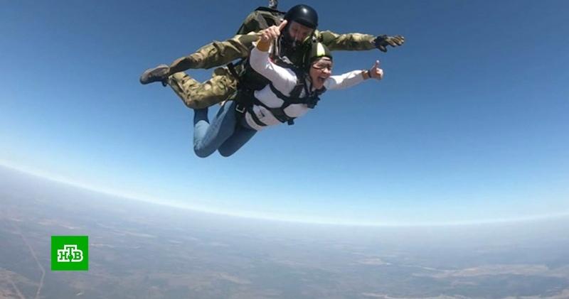 Корреспондент НТВ прыгнула с парашютом вместе с бойцами Росгвардии