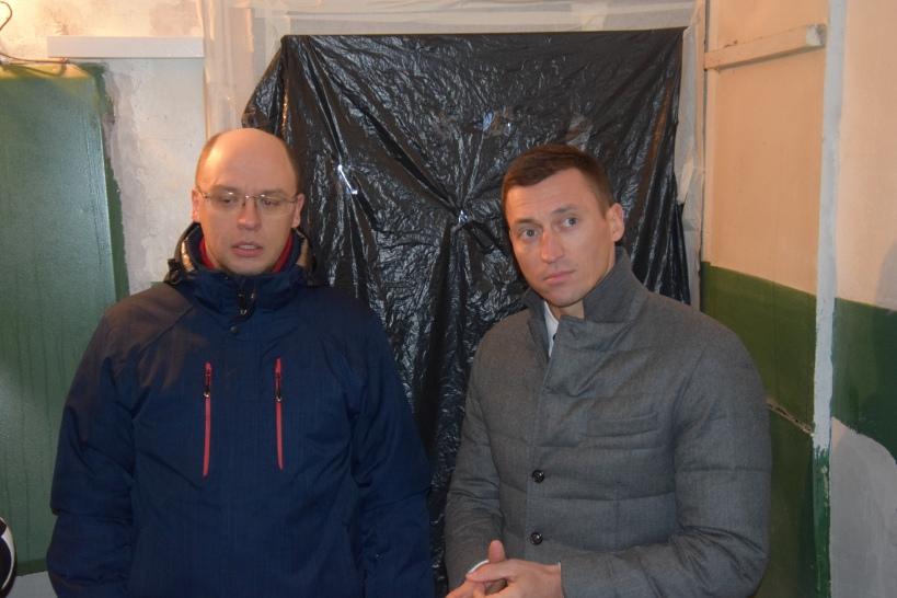 Александр Легков проверил как ремонтируют подъезды в Красноармейске