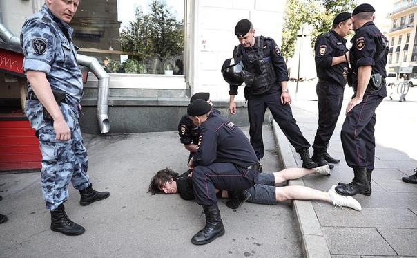 Следственный комитет решил, что полицейские правомерно сломали ногу дизайнеру Константину Коновалову